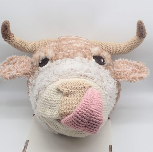 Crochet Highland Cow Amigurumi Crafters Review for Cottontail and Whiskers by Joanna